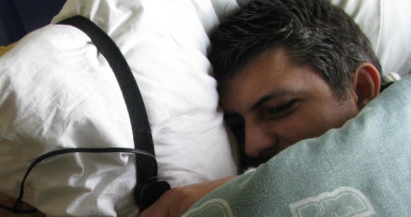 Pulsador de llamada asistencial en almohada